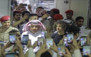 الصورة: بالفيديو.. استقبال حافل من جمهور الهلال لعموري في مطار الرياض