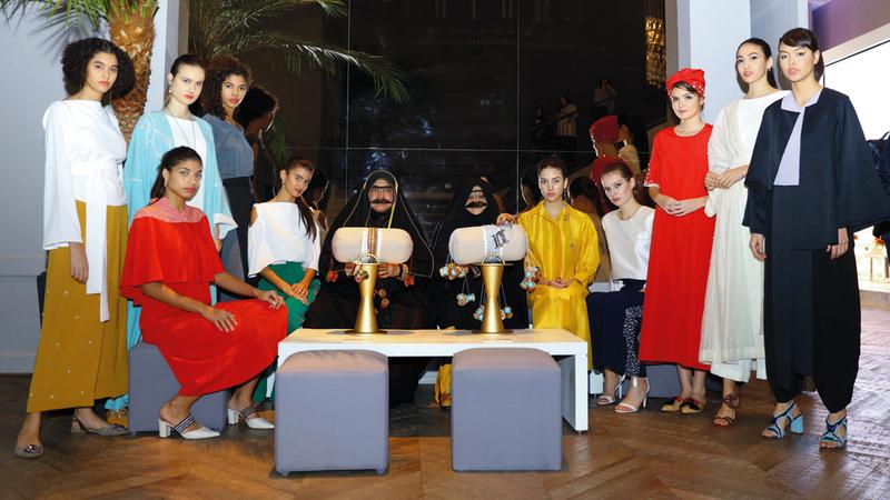 الملتقى تخلّله عرض أزياء ومجوهرات لمصممات من «إرثي». من المصدر