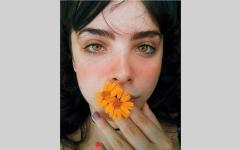 الصورة: سرقة «وجه» فتاة برازيلية وطبعه على أزياء آسيوية