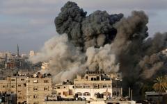 الصورة: 3 شهداء في غزة.. والفصائل توقف إطلاق الصواريخ.. وقطر تضغط لتسهيل صفقة