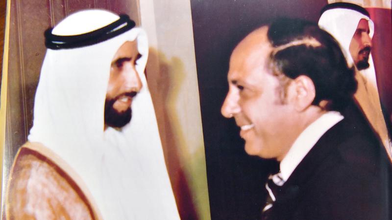 الشيخ زايد خلال أحد لقاءاته بإبراهيميان. من المصدر