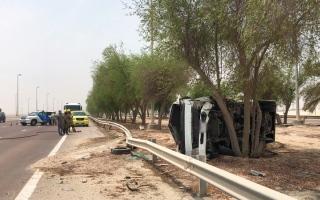 الصورة: تدهور صهريج في أبوظبي وإصابة السائق