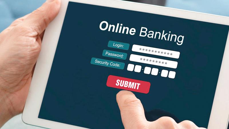 بعض البنوك أصبحت مبدعة في فرض رسوم جديدة.. منها رسوم الخدمات المصرفية عبر الإنترنت. أرشيفية