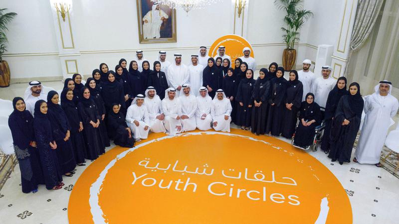 محمد بن زايد خلال حضوره حلقة شبابية تحت عنوان: «دور شباب الإمارات عالمياً». وام