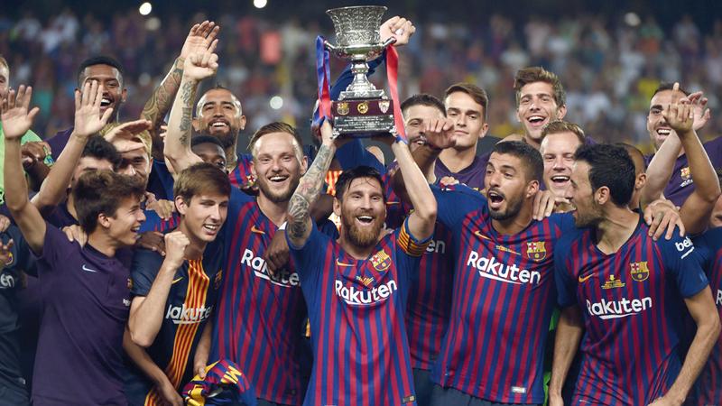 ميسي بات أكثر لاعب تحقيقاً للألقاب في تاريخ برشلونة.  أ.ف.ب
