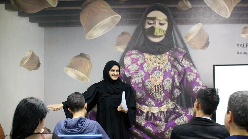 حنان أسست معهداً لتعليم الأجانب اللهجة الإماراتية.