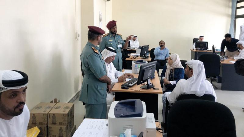 «الهوية والجنسية» تيسر إجراءات المتعاملين داخل مركز الشهامة في أبوظبي. أرشيفية