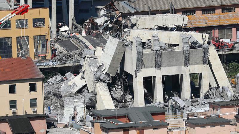سقوط جسر جنوى تسبّب في مقتل 42 شخصاً. أ.ف.ب