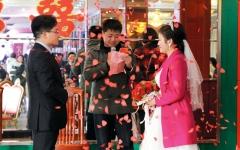الصورة: ضغوطات حكومية للتشجيع على الزواج