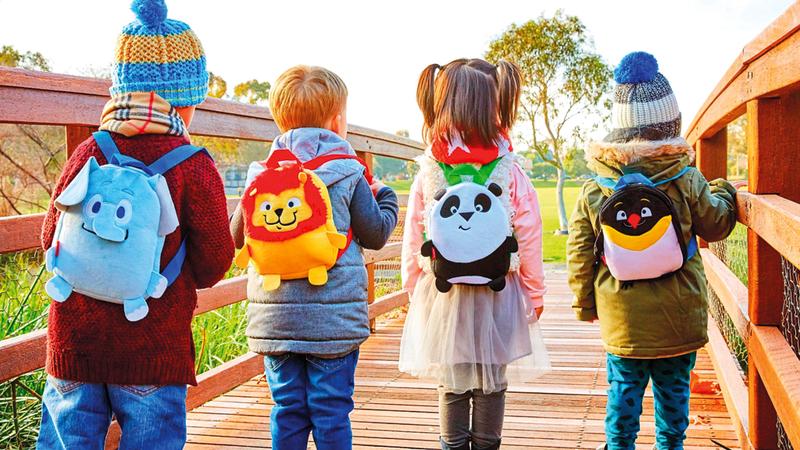 «طيران الإمارات» أطلقت دمى جديدة ضمن مجموعة «فلاي وذ مي» للصغار وحقيبة أنشطة «لونلي بلانيت» للأطفال في جميع الدرجات. من المصدر