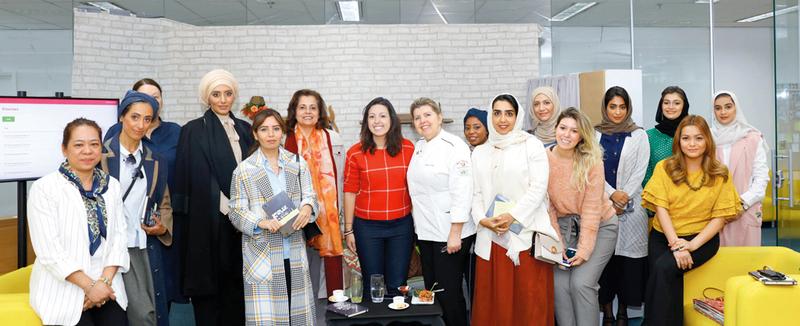صورة جماعية تضم وفد مؤسسة نماء مع وفد مدرسة «فازينوفا».  من المصدر