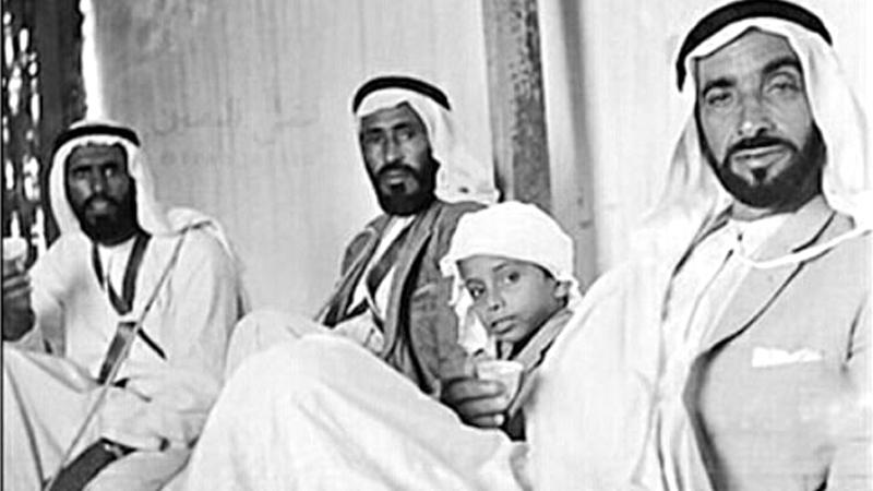 الشيخ زايد كان يسعد بتلبية طلب كل من يلجأ إليه. أرشيفية