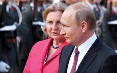 الصورة: الرئيس الروسي يشهد زواج وزيرة الخارجية النمساوية