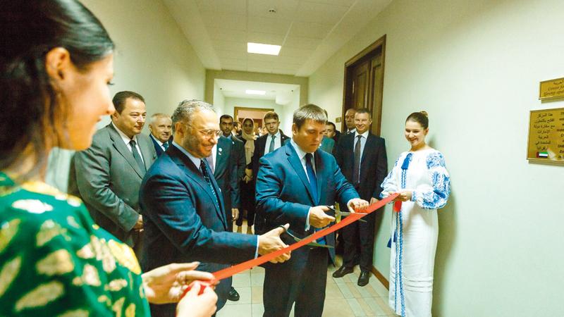 قرقاش يفتتح مركز الدراسات العربية في الأكاديمية الدبلوماسية الأوكرانية في كييف. وام