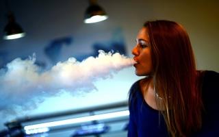 الصورة: رسمياً..بريطانيا تشجع على التدخين الالكتروني!