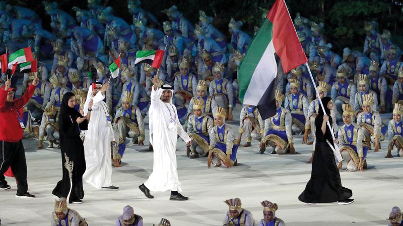 وفد الإمارات خلال مشاركته في حفل الافتتاح. أ.ب