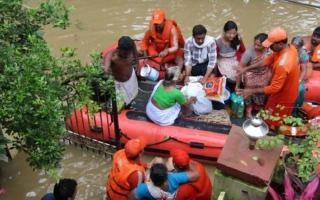 الصورة: ارتفاع عدد ضحايا فيضانات كيرلا الهندية إلى 357