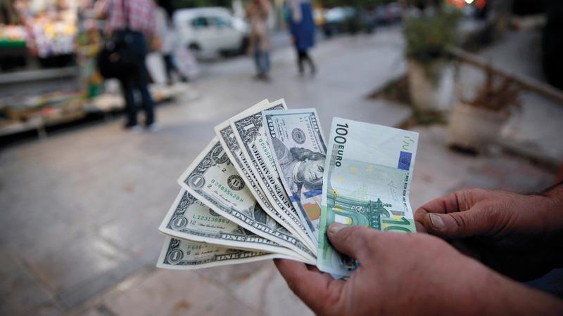 هبوط حاد للعملة الإيرانية مقابل الدولار بسبب انسحاب أميركا من الاتفاق النووي. إي.بي.إيه