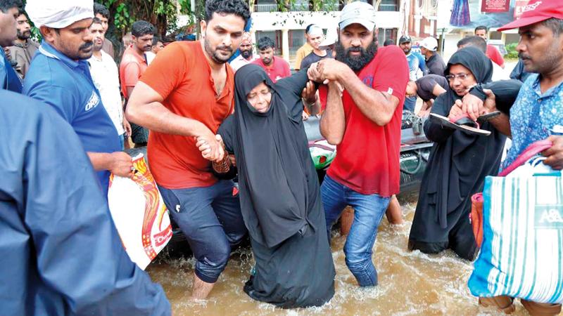 فيضانات كيرلا أدت إلى تهجير مئات الآلاف من مساكنهم. من المصدر