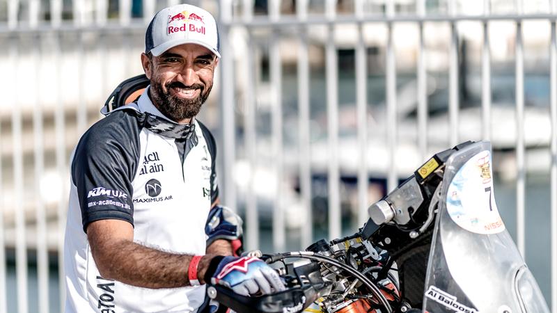 البلوشي: نجحت في منافسة أبطال عالم يقودون أحدث الدراجات. من المصدر