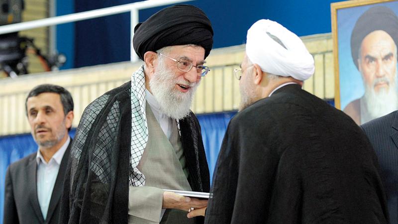 نجاد هاجم خامنئي بشكل غير مباشر في إيحاء بأنه يتحمل مسؤولية تفاقم الأزمة الاقتصادية بوصول روحاني إلى السلطة. أرشيفية