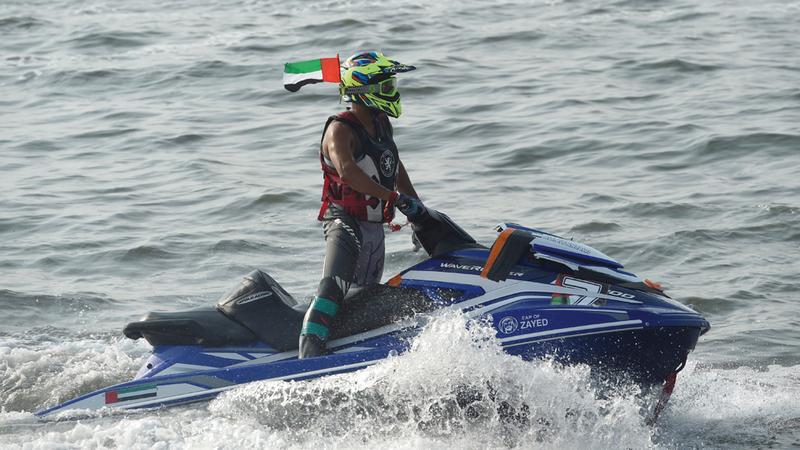 اللنجاوي يحتفل في المياه الإندونيسية. من المصدر