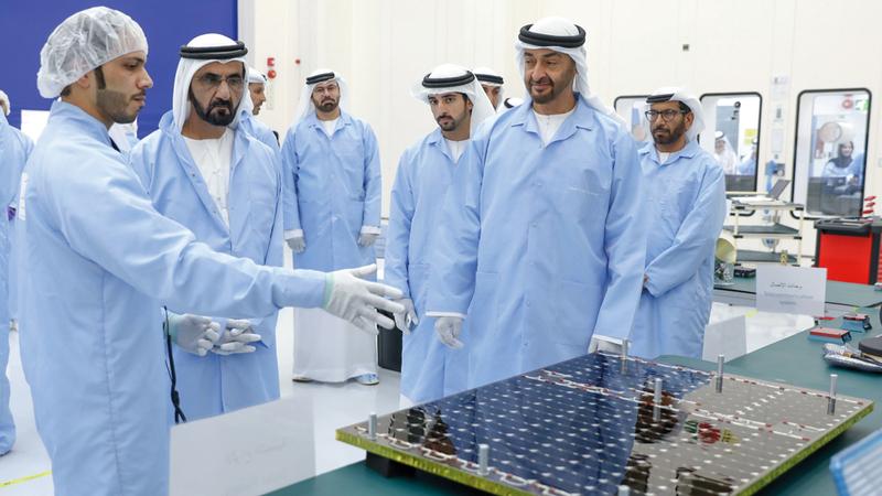 محمد بن راشد ومحمد بن زايد وحمدان بن محمد خلال إطلاق برنامج الإمارات الوطني للفضاء. أرشيفية