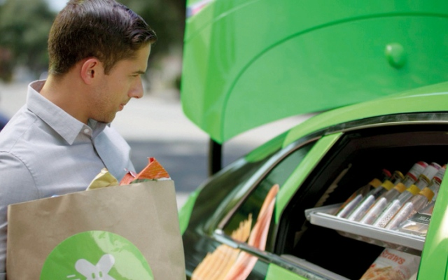الصورة: «أوتو إكس» مركبة ذاتية القيادة لتوصيل الطلبات وخدمة الراغبين في التسوّق