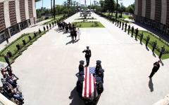 الصورة: استثناء سارة بالين من حضور جنازة ماكين