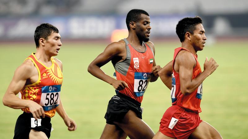 سعود الزعابي خلال منافسات سباق 1500 م. من المصدر
