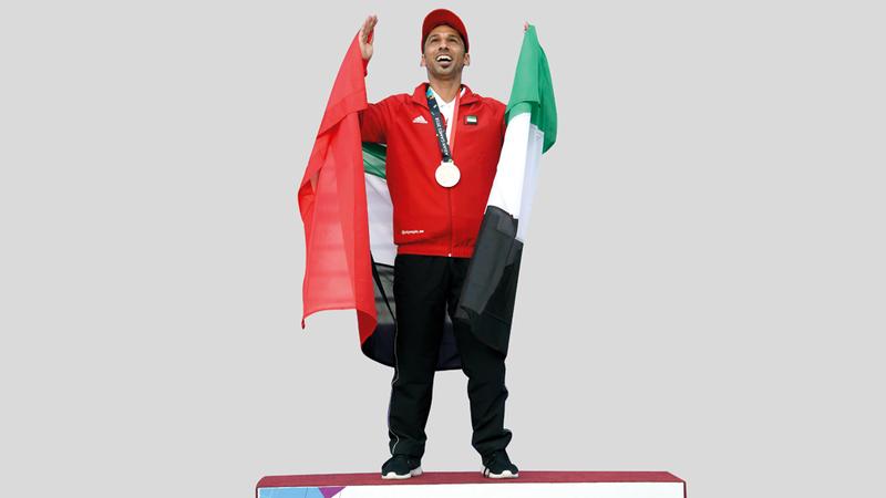 علي اللنجاوي متوجا خلال التتويج التاريخي في الألعاب الآسيوية.  من المصدر