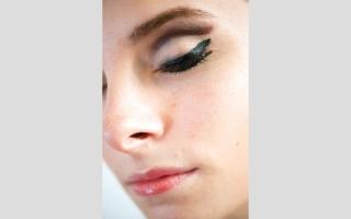 الصورة: لتجميل العيون.. طريقة جديدة تلعب على وتر التباين