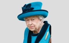 الصورة: ملكة بريطانيا تقود سيارتها دون رخصة أو أرقام لوحات