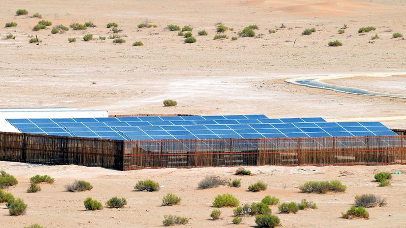«بيئة أبوظبي» تتوسع في استخدام محطات تحلية مياه باستخدام الطاقة الشمسية. من المصدر