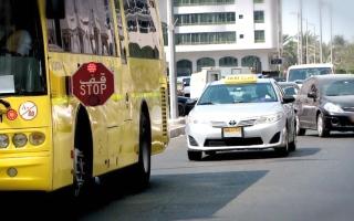 الصورة: ذوو طلبة يطالبون بتشديد الضبط المروري  على متجاوزي إشارة «قف»