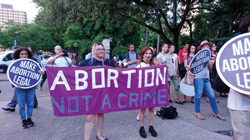 متظاهرات في ولاية كوينزلاند يطالبن بوقف تجريم الإجهاض. أرشيفية