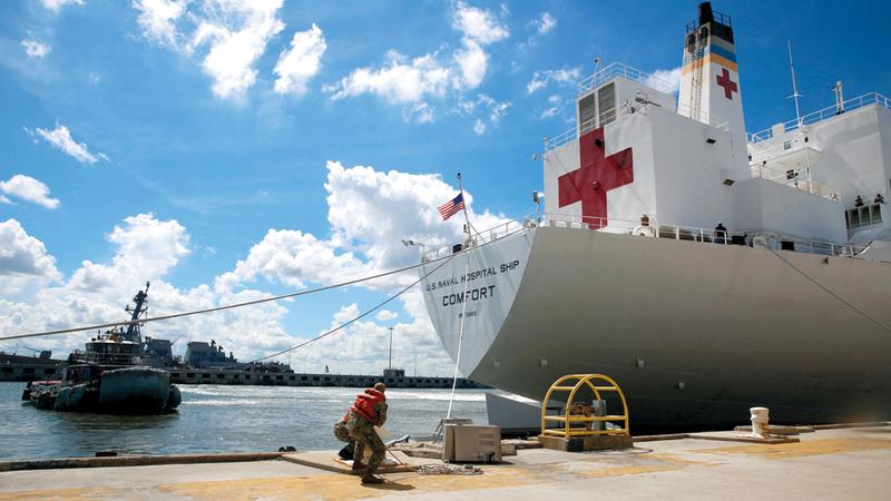 سفينة تشارك في الاستعدادات لإعصار فلورنس. رويترز