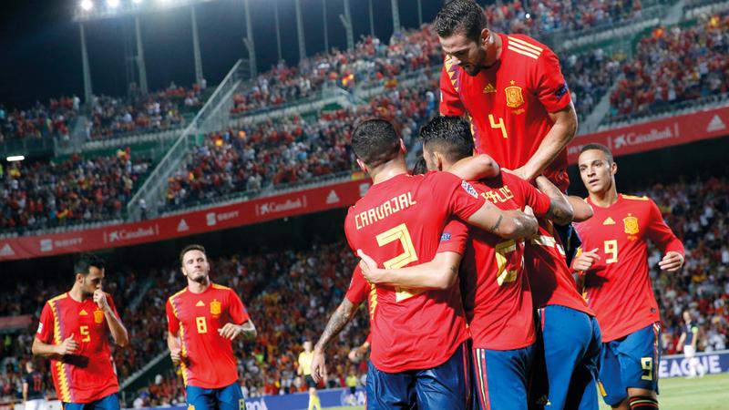 المنتخب الإسباني استحوذ وأمطر شباك كرواتيا بسداسية مذلة وتاريخية أول من أمس.  أ.ب