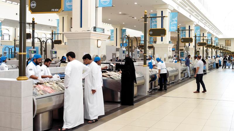سوق الجبيل تشهد حالياً زيادة في إقبال المستهلكين. الإمارات اليوم