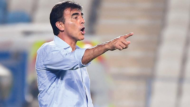 المدير الفني لفريق الكرة بنادي الوصل غوستافو كوينتيروس. تصوير: إريك أرازاس