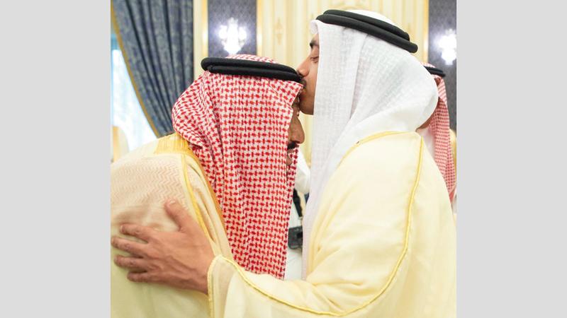 العاهل السعودي وعبدالله بن زايد. واس