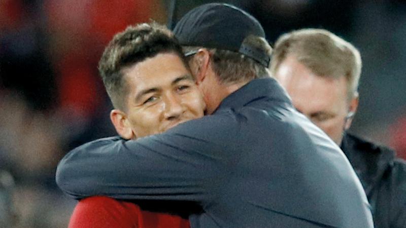 يورغن كلوب يحتفل مع فيرمينو بعد فوز ليفربول على سان جرمان. رويترز