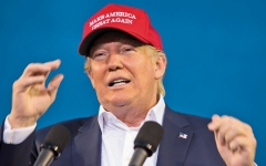 الصورة: «القبعة ماغا».. معشوقة ترامب ومؤيديه