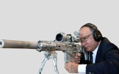 الصورة: بوتين يستعرض مهاراته في الرماية بـ«كلاشنيكوف النخبة الروس»