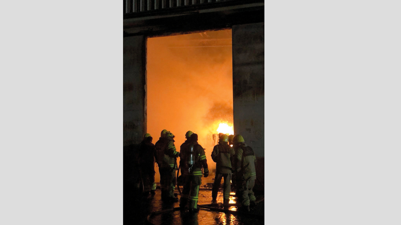 3 مراكز دفاع مدني شاركت في عمليات الإطفاء والتبريد. من المصدر