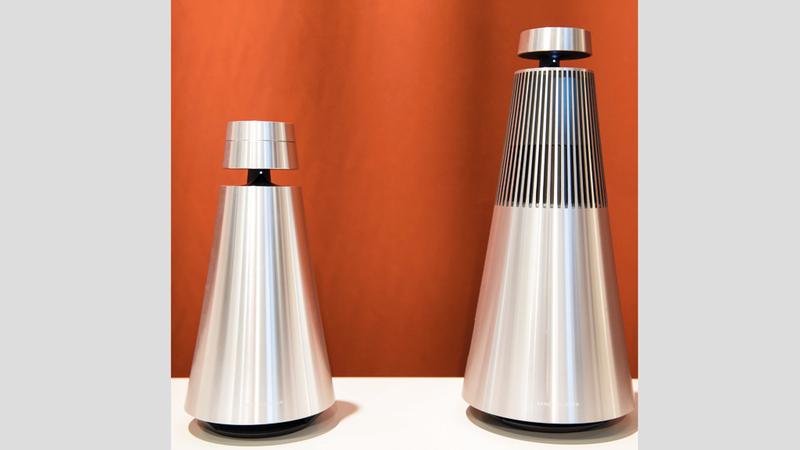 «بانج آند أولفسن» قدّمت سماعاتها الذكية BeoSound 1 وBeoSound 2 مع المساعد الرقمي غوغل Assistant. د.ب.أ