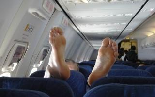 الصورة: ما هي عقوبة المسافر المشاغب على الطائرات؟