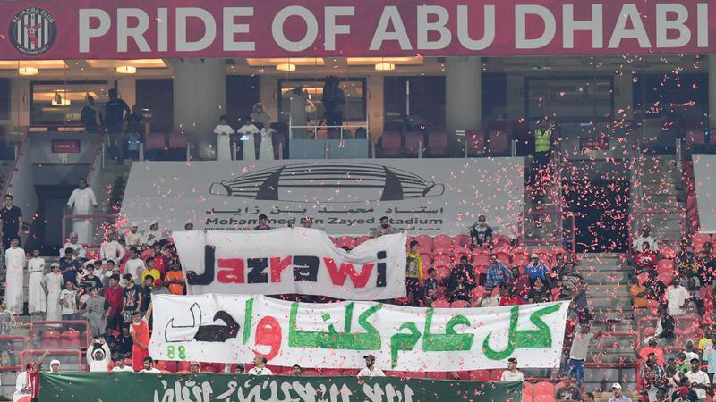 الجولة الثالثة من دوري الخليج العربي شهدت احتفالات باليوم الوطني السعودي. تصوير: نجيب محمد