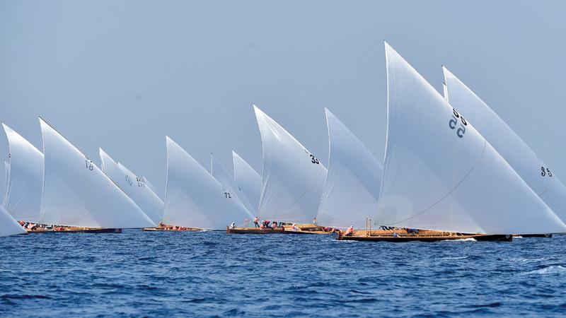 مشاركة كبيرة شهدها سباق الجولة الأولى من بطولة دبي للقوارب الشراعية المحلية 43 قدما. تصوير: باتريك كاستيللو