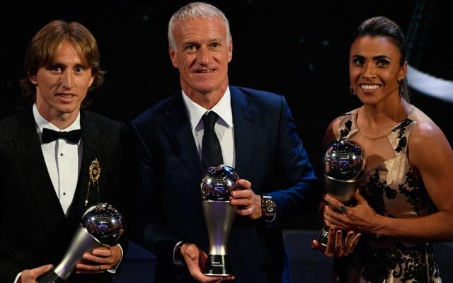 """الصورة: نجوم الكرة برفقة عائلاتهم في حفل جوائز """"الأفضل"""" للفيفا"""